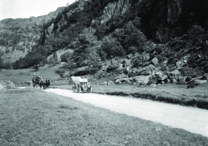 The motor car brought easy access to the countryside.
