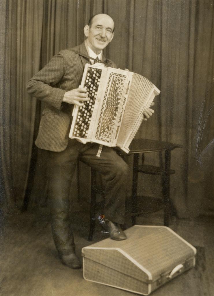 Unknown accordionist